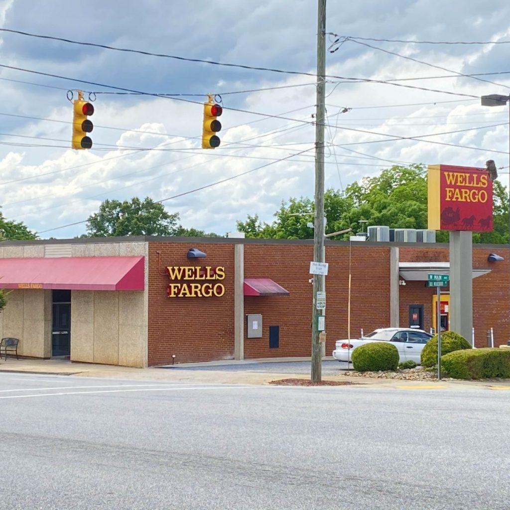 Wells Fargo Tayl sq